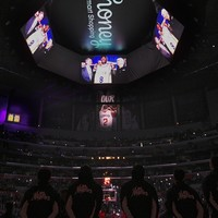 Young stars in shock win, Clippers honour Lakers legend Bryant and Raptors roar on