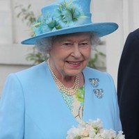 No decision on photo of Queen-McGuinness handshake