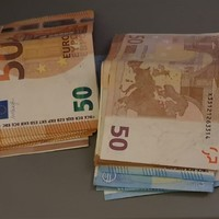Cars, designer bags and €22,500 in cash seized by CAB after searches in Cork and Tipperary