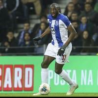 Porto striker walks off pitch after monkey chants