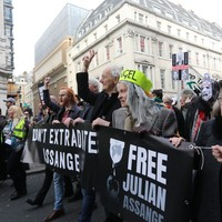 Hundreds protest in London against extradition of Julian Assange