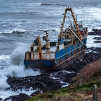 Council asks public to stay away as ghost ship on Cork coast 'now essentially empty'