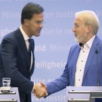 Dutch PM shakes hands with expert immediately after ordering end to handshaking