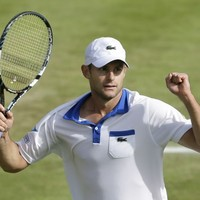 Roddick returns serve on equal pay