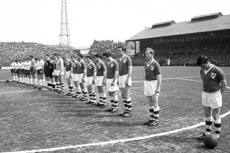 The Ireland team observe a minute's silence.