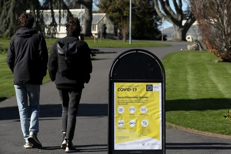 A sign with guidelines on social distancing when outdoors in the Botanic Gardens in Dublin