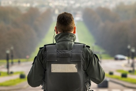 PSNI officer at Parliament Buildings, Stormont.