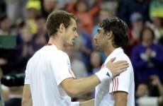 Murray beats the Wimbledon curfew, reaches next round