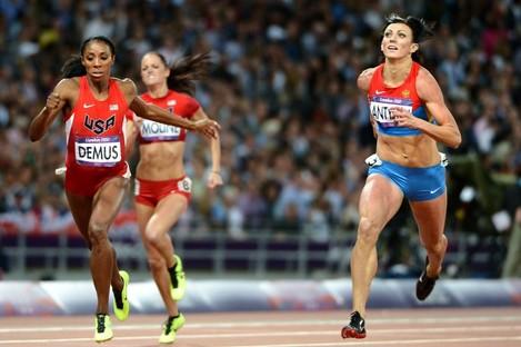 Natalya Antyukh crosses the line ahead of Lashinda Demus to win the 2012 Olympic 400m hurdle final.