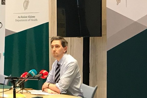Simon Harris speaking to reporters in the Dept of Health earlier today.