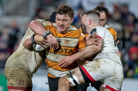 Jasper Wiese takes on Ulster's Tom O'Toole and David O'Connor.