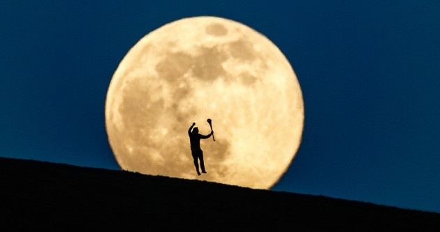 'It's a pic I've been thinking about for 10 years': Behind the lens, 1km away, of an iconic supermoon image