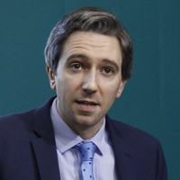 Simon Harris thanks 160 healthcare workers who live in Direct Provision