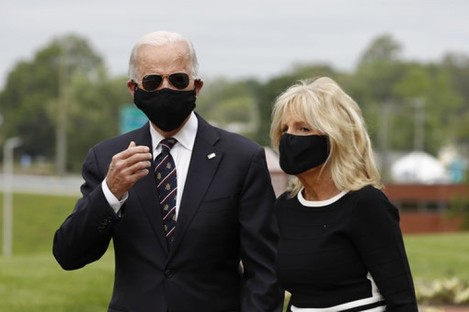 Former Vice President Joe Biden and his wife Jill Biden after laying the wreath.