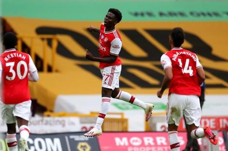 Saka celebrates scoring for Arsenal.