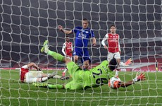 Vardy salvages crucial point for Leicester at 10-man Arsenal