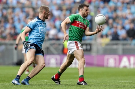 Mayo's Chris Barrett and Paul Mannion of Dublin.