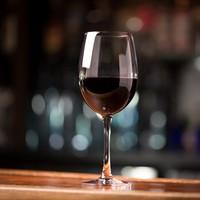 Waitress who cut little finger while polishing glass awarded €50,000