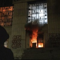 Fire breaks out at courthouse in California during tense late night protests