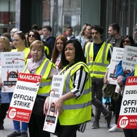 Debenhams workers postpone Saturday protest pending settlement talks