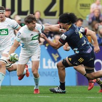 Blues hold off Highlanders to keep title hopes alive