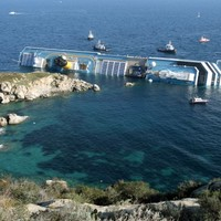 Costa Concordia captain 'sorry' over disaster