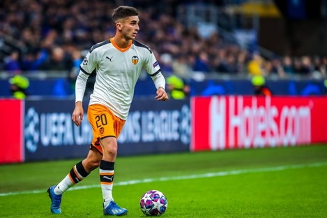 Ferran Torres in action for Valencia in the Champions League.