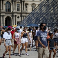 British tourists scramble to get home as France to be added to UK quarantine countries tomorrow