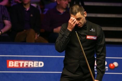 Ronnie O'Sullivan is not happy despite leading Kyren Wilson at the Crucible.