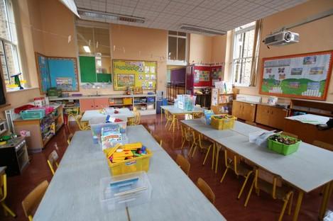 Stock image of empty classroom.