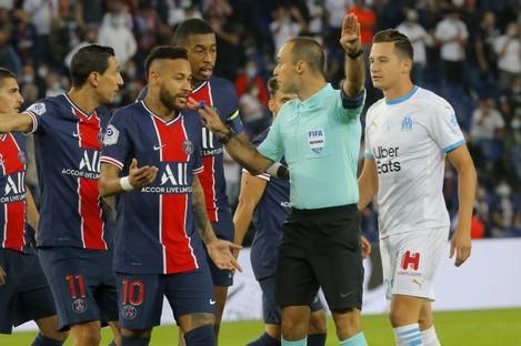 Neymar and team-mates argue with referee Jerome Brisard.