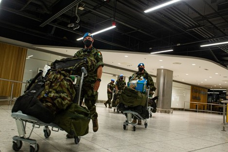The troops returning to Dublin Airport last night.