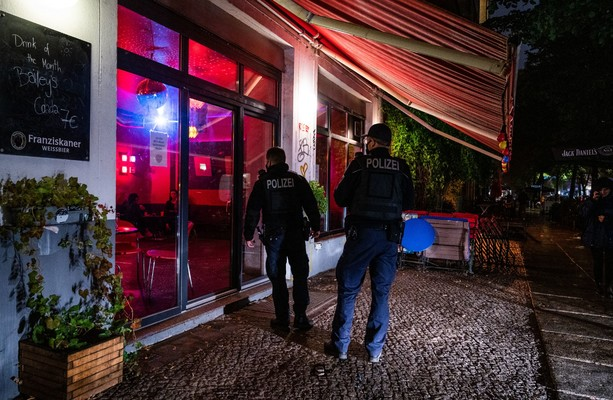 Court overturns order to shut Berlin's bars and restaurants from 11pm