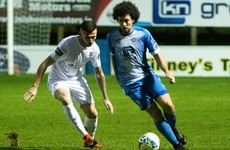 Midfielder McNamee re-signs with Harps for 2021