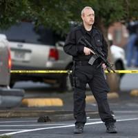 Obama pays tribute to movie massacre victims