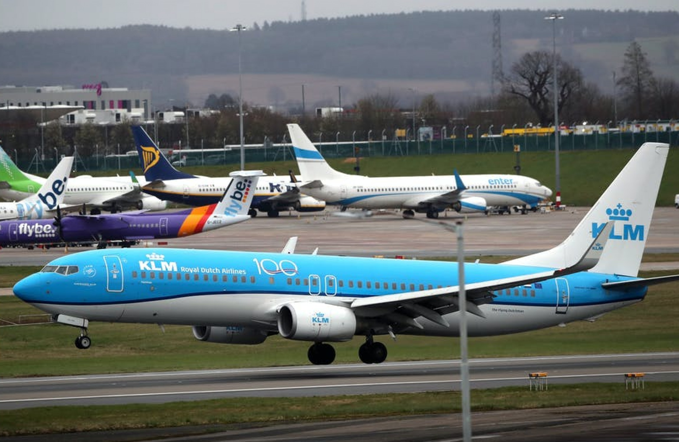 Latest FCDO travel advice as flights cancelled