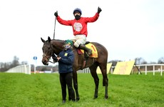A Plus Tard finishes strong to snatch Savills Chase at the death