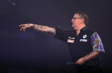 Gary Anderson closes in on third world championship