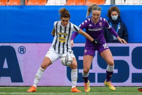 Juve's Cristiana Girelli shields the ball from Quinn.