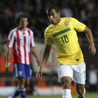Moura move to Manchester United is off, claims agent
