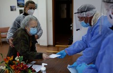 Portugal chooses president amid surge in virus cases