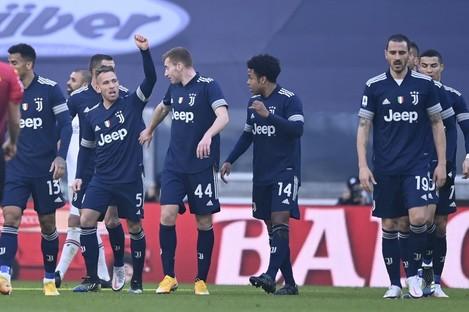 Arthur celebrates after scoring against Bologna.