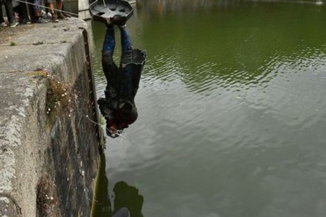 The statue being thrown into Bristol harbour last year.