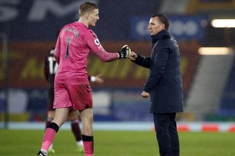 Everton goalkeeper Jordan Pickford with Leicester boss Brendan Rodgers.