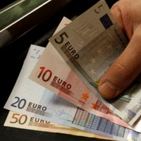 Irish bond auction welcomed but 'country is still on life support'