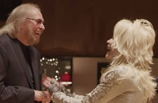 Sofa Watch: Jive talkin' with Barry Gibb and Dolly Parton