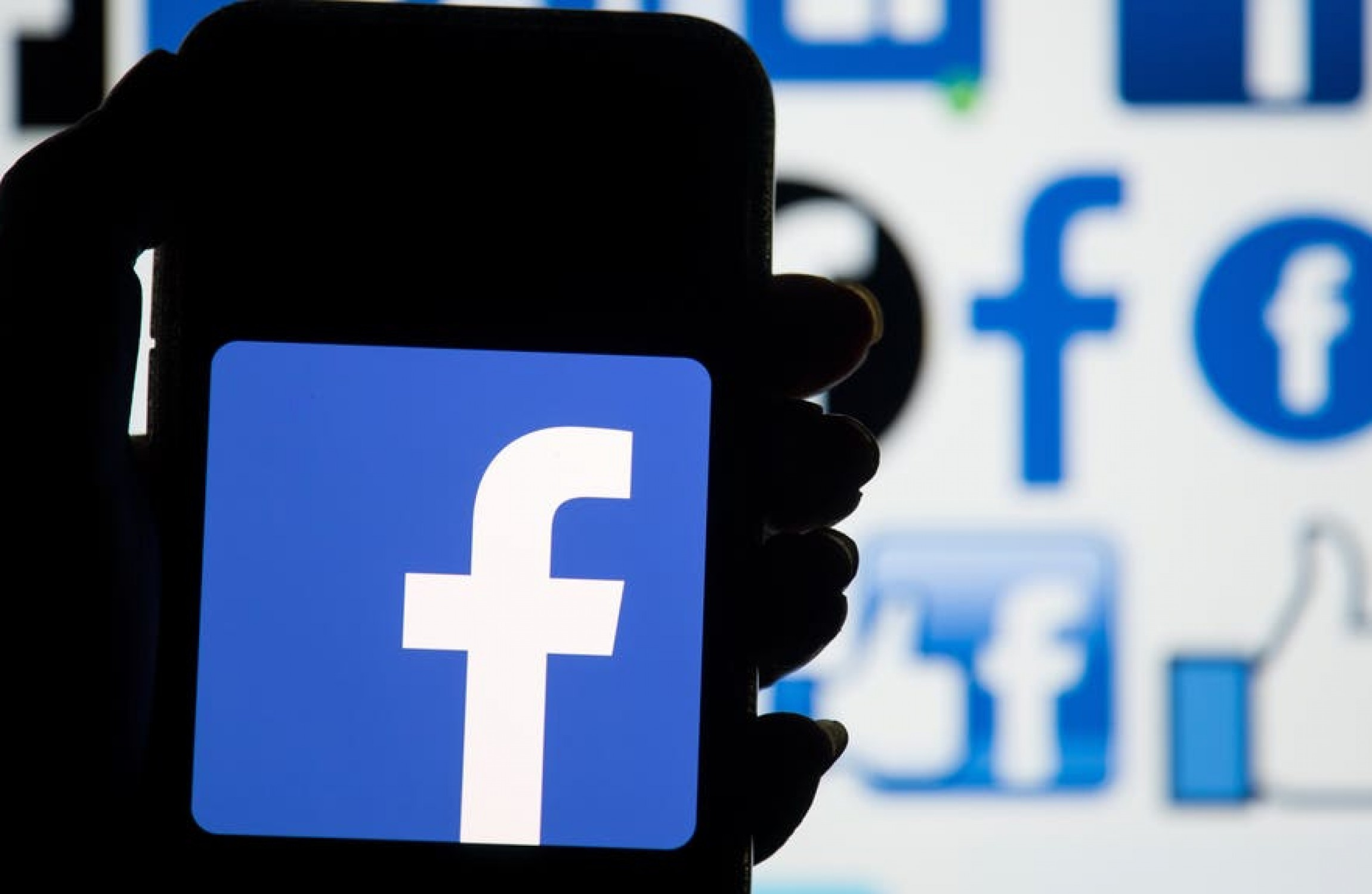 Facebook strikes landmark deals with Australian media companies