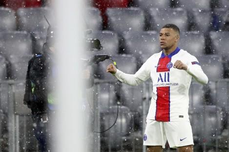 Mbappé celebrates as the snow tumbles down in Munich.