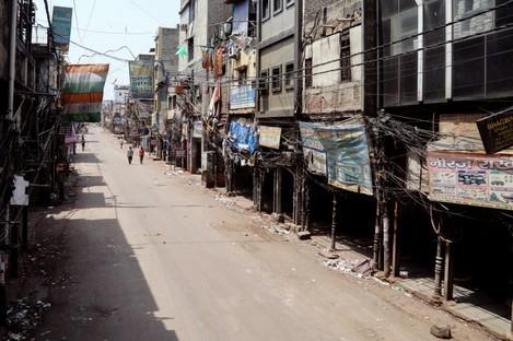 A near empty street in New Delhi as lockdown begins.
