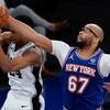 New York Knicks keep pressure on with win over San Antonio Spurs
